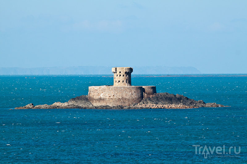 Башня у побережья острова Джерси / Фото из Великобритании