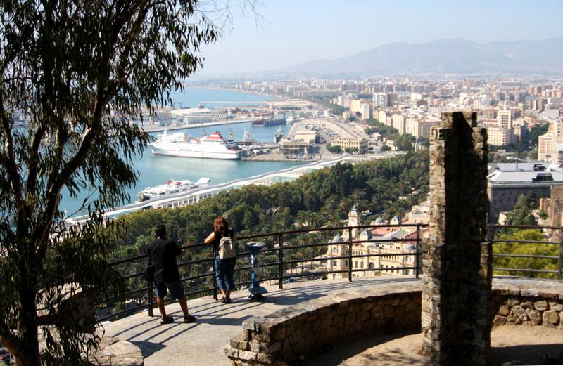 Вид на Малагу от подножия замка Хибральфаро, Испания / Фото из Испании