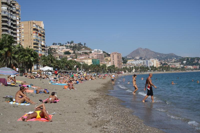 Пляж в районе Малагета, Испания / Фото из Испании