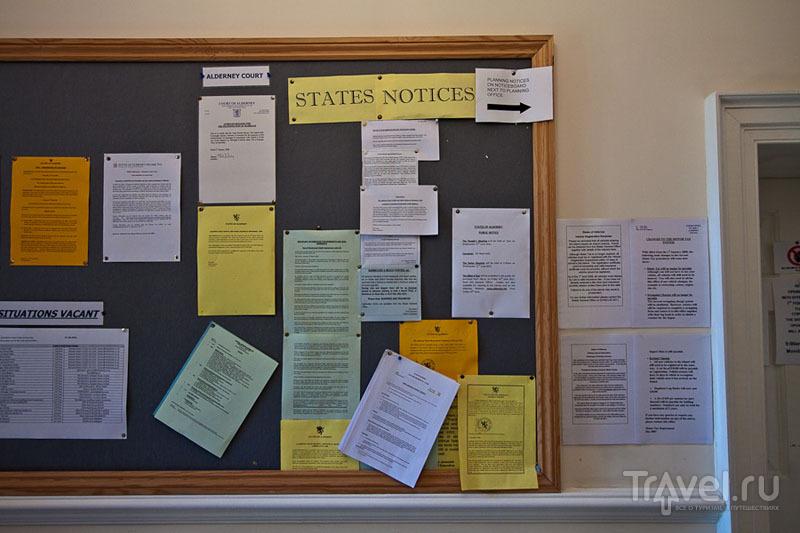 Доска парламентских объявлений острова Олдерни / Фото из Великобритании