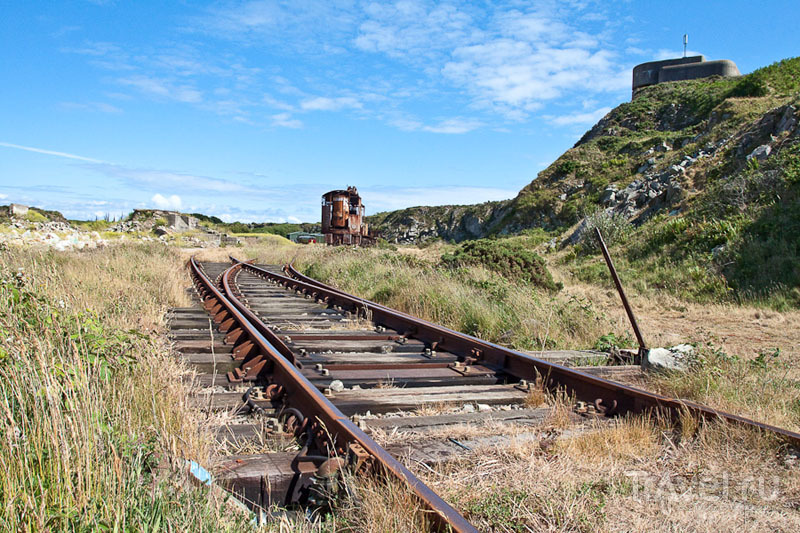 Железнодорожные пути на острове Олдерни / Фото из Великобритании