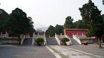 Внутри мавзолея / Китай