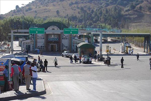 Пограничный переход между Лесото и ЮАР / Фото из Лесото