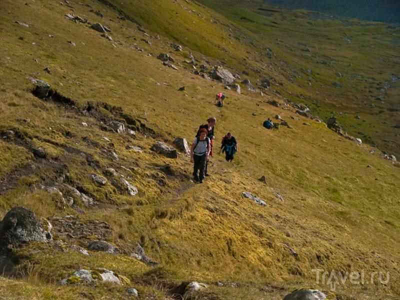 Группа растянулась по тропинке / Фото с Фарерских островов