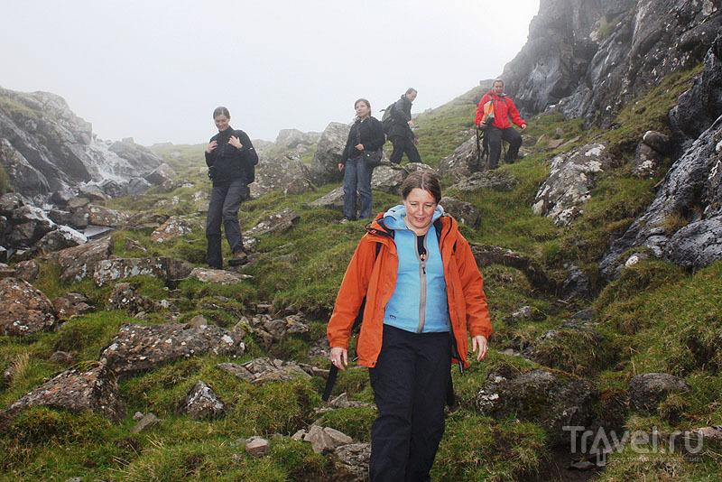 Крутой спуск вниз / Фото с Фарерских островов