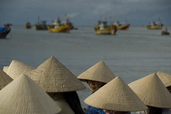 Вьетнамская шапка из бумаги