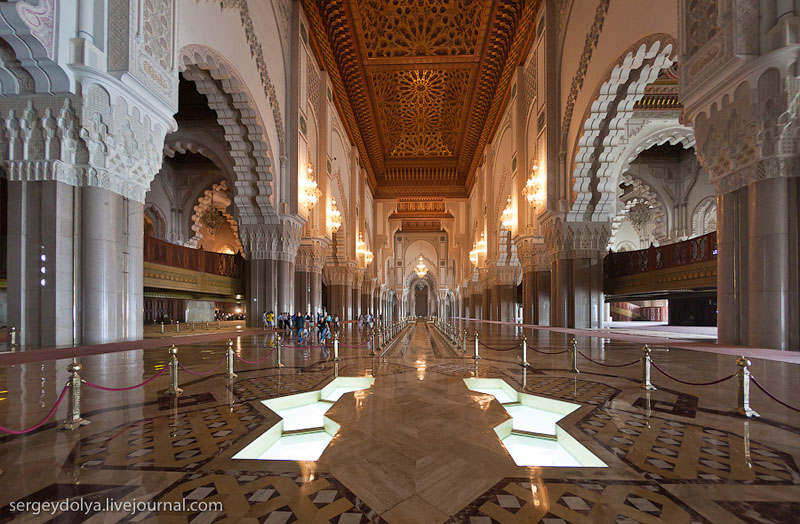 Интерьер мечети Хасана Второго в Касабланке, Марокко / Фото из Марокко
