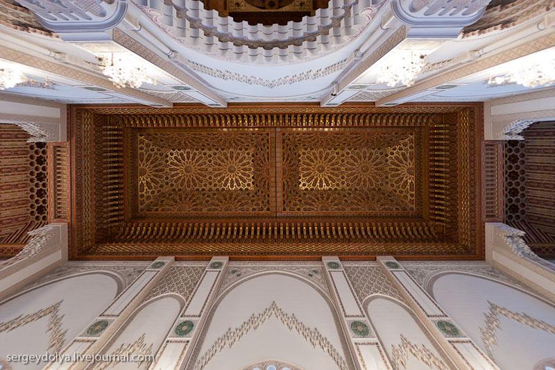 Потолок мечети Хасана Второго в Касабланке, Марокко / Фото из Марокко