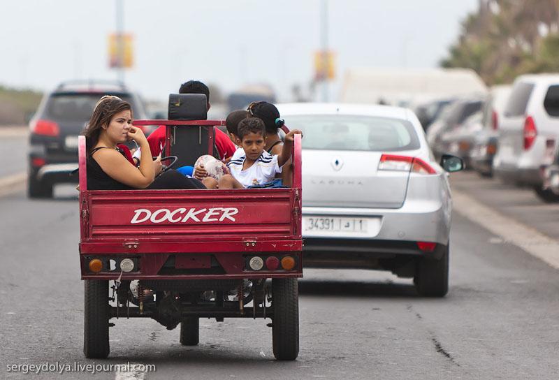 Пассажиры в кузове автомобиля, Марокко / Фото из Марокко