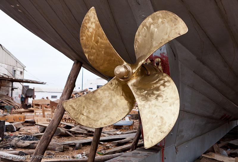 Латунный винт судна / Фото из Марокко