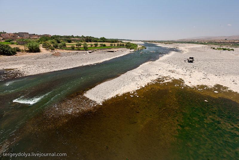 Полноводная река в Марокко / Фото из Марокко