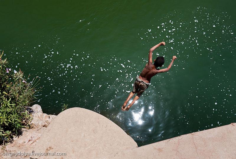 Ныряльщик на реке в Марокко / Фото из Марокко