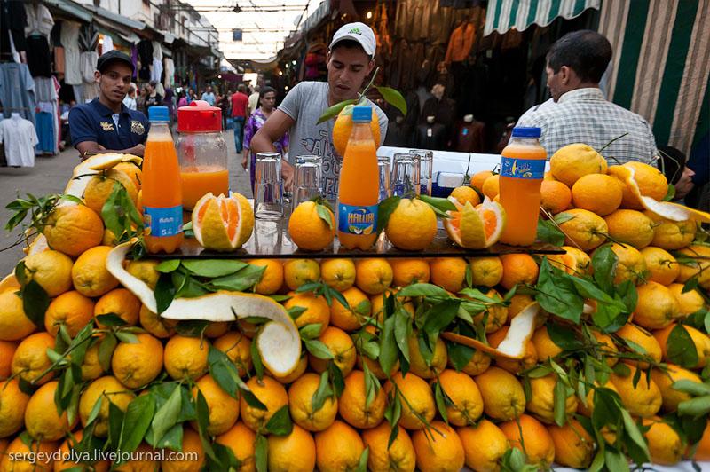 Торговля апельсиновым соком на улице Рабата, Марокко / Фото из Марокко