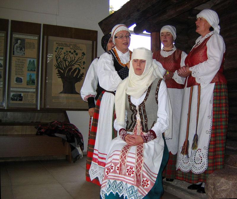 Обряд одевания невесты, Аникщяй / Фото из Литвы