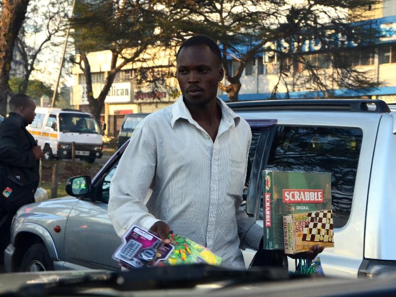 Уличный торговец в Найроби / Фото из Кении