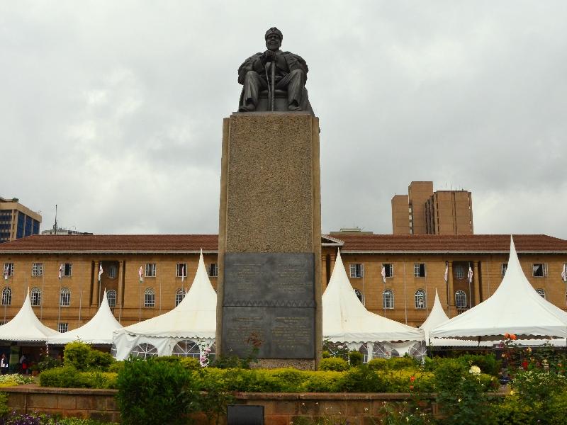 Памятник первому президенту Кении Джомо Кеньятте в Найроби / Фото из Кении