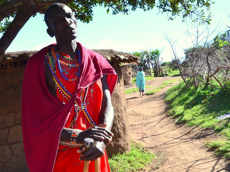 Гид в деревне масаев, Кения / Фото из Кении