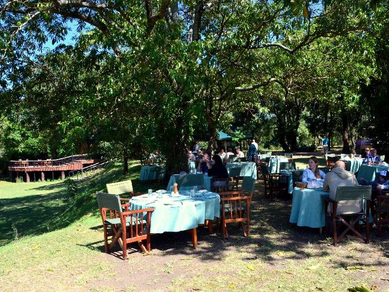 Ресторан в кемпинге Governors' Camp, Кения / Фото из Кении