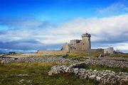 Башня окружена забором / Ирландия