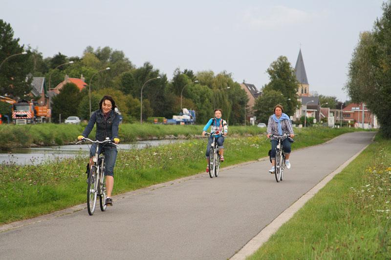 На велодорожке между Мехеленом и Лёвеном / Фото из Бельгии