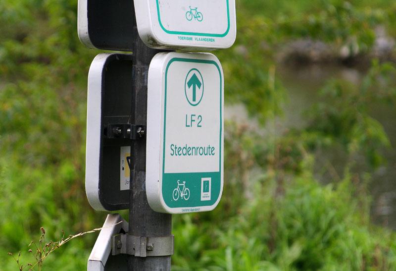 Указатель велосипедной дорожки во Фландрии / Фото из Бельгии