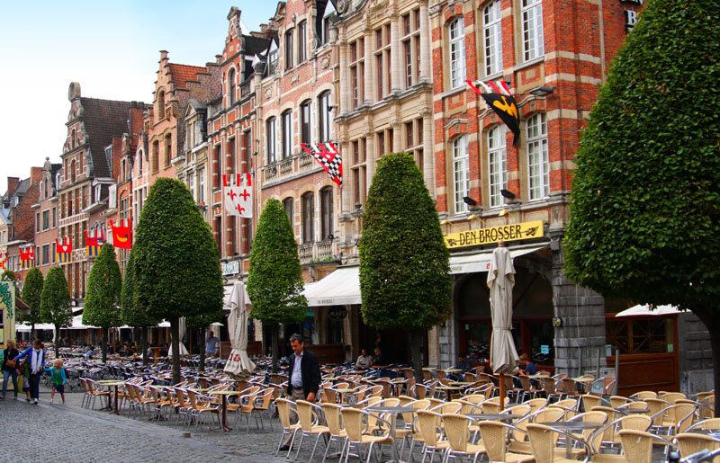 Площадь Oude Markt  в Лёвене / Фото из Бельгии