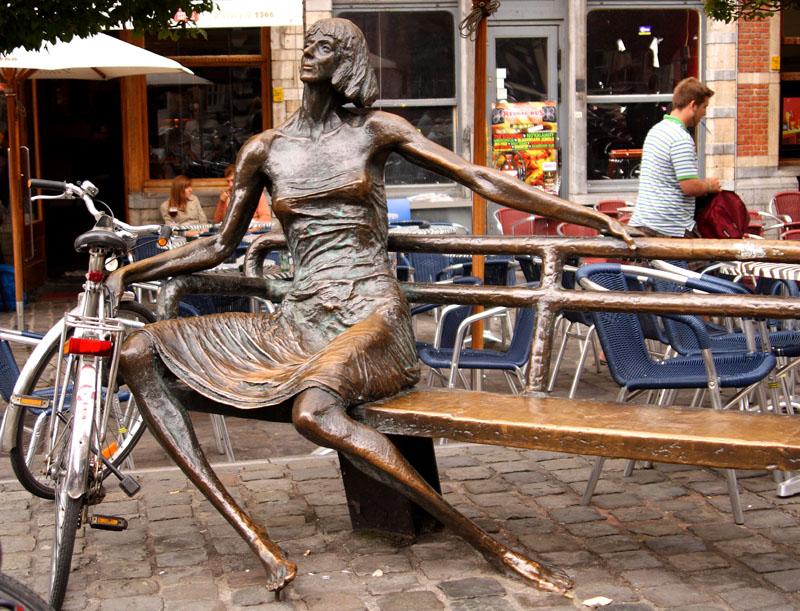 """Памятник """"кот мадам"""" - квартирной хозяйке в Лёвене / Фото из Бельгии"""