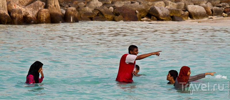 Купальщики на Мальдивах / Фото с Мальдив