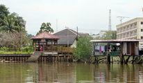 Остановка водного общественного транспорта / Бруней