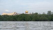 Султанский дворец с воды / Бруней
