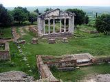 Руины храма / Албания