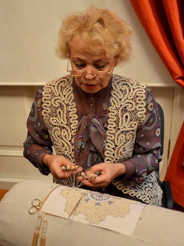 Мастерица в Музее кружева / Фото из России