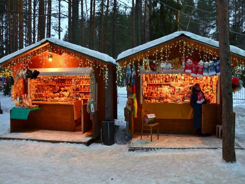 Лавка подарков в вотчине Деда Мороза / Фото из России