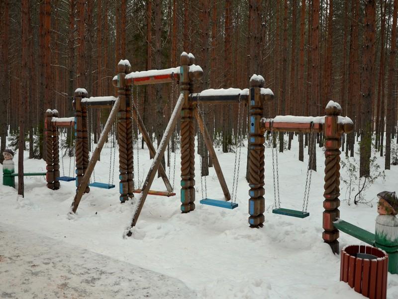 Детская площадка на Тропе сказок  / Фото из России