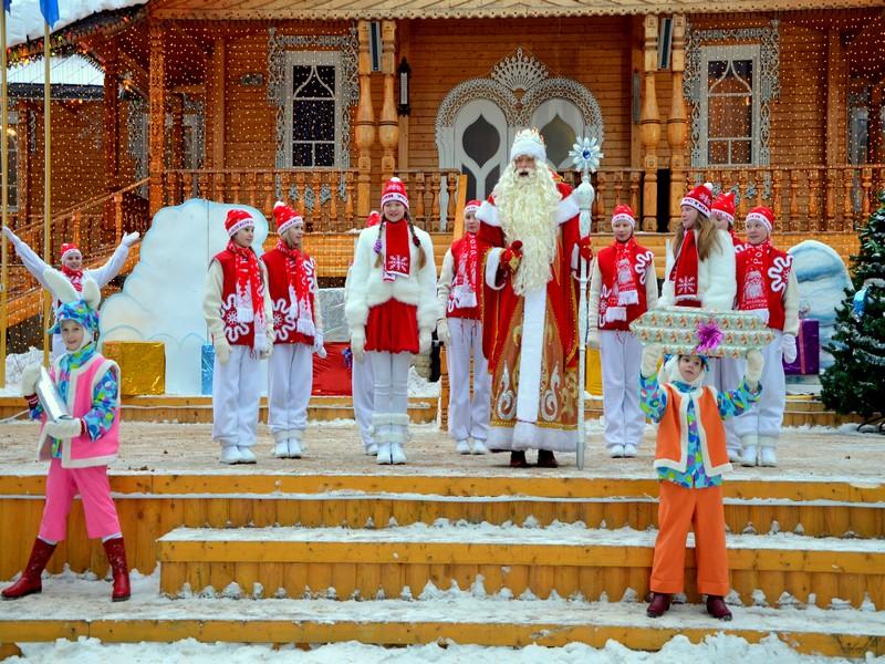 Дед Мороз приветствует гостей / Фото из России