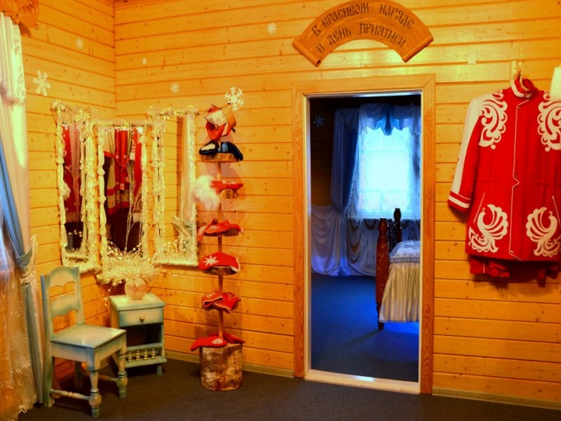 Гардеробная и комната принцессы в доме Деда Мороза / Фото из России