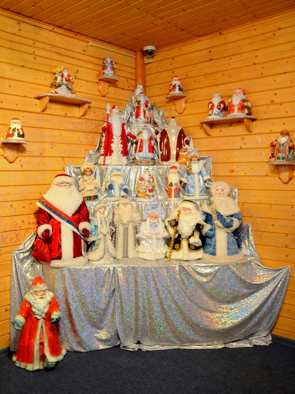 Коллекция Дедов Морозов в резиденции / Фото из России