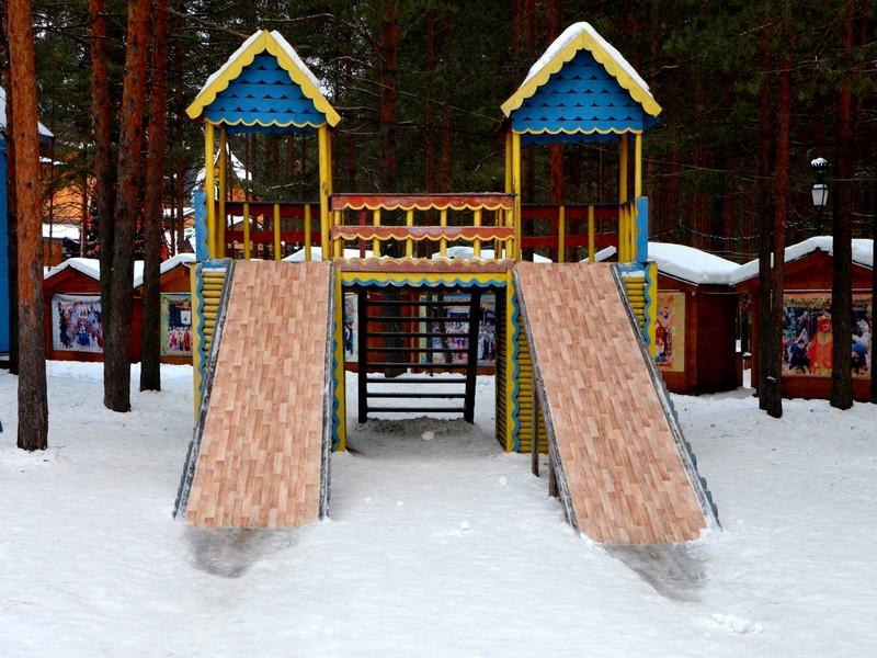 Детская площадка в вотчине Деда Мороза / Фото из России