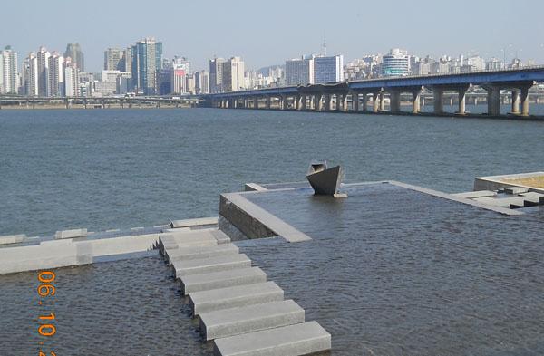 Река в Сеуле / Фото из Южной Кореи