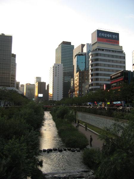 Ручей Чхонгечхон в Сеуле / Фото из Южной Кореи