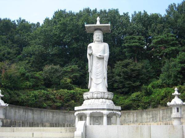 Мраморный Будда в монастыре Понъынса, Сеул / Фото из Южной Кореи