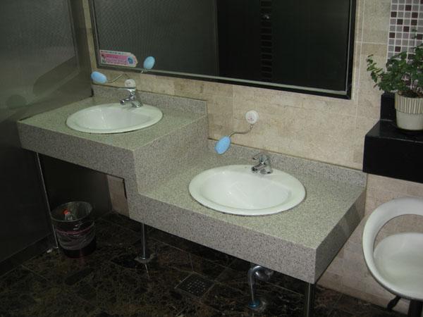Интерьер туалета в сеульском метро / Фото из Южной Кореи