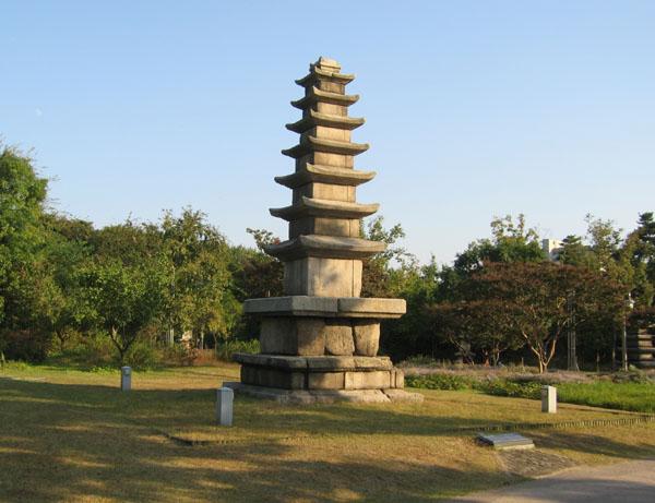 Экспонат в парке Национального музея, Сеул / Фото из Южной Кореи