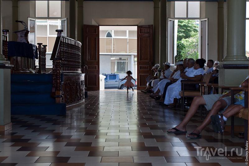 Служба в Temple Paofai, Таити / Фото из Французской Полинезии