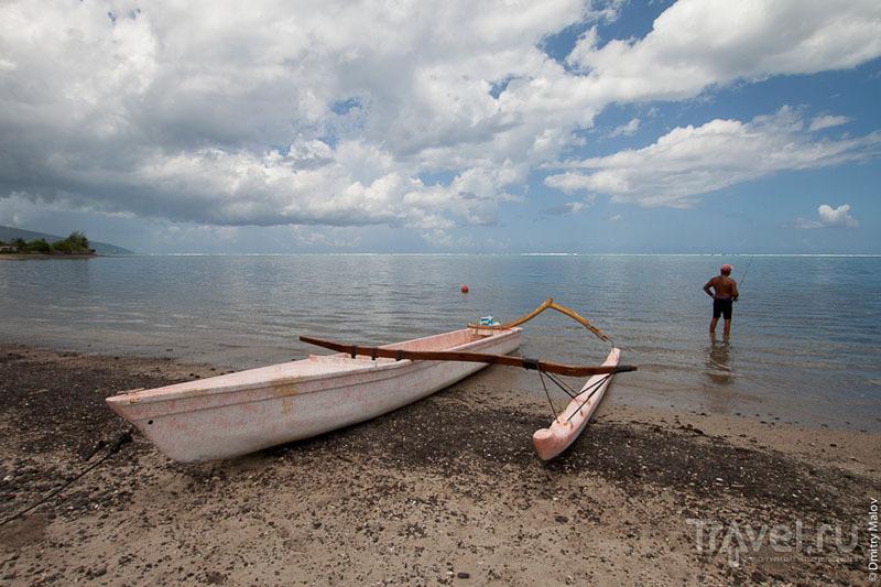 Типичная лодка островитян Таити / Фото из Французской Полинезии