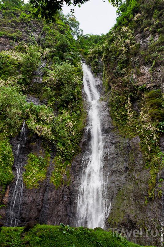 Водопад на Таити / Фото из Французской Полинезии