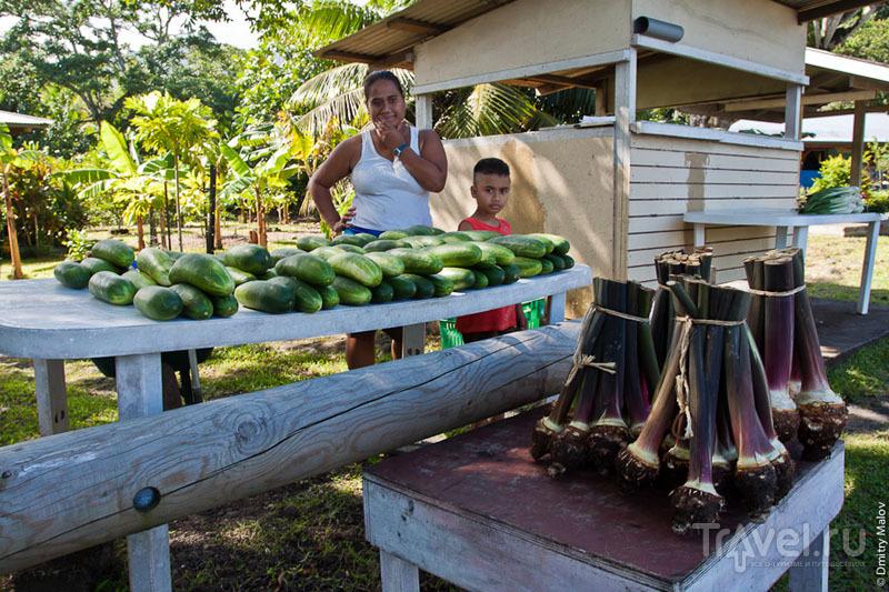 Торговля овощами на Таити / Фото из Французской Полинезии