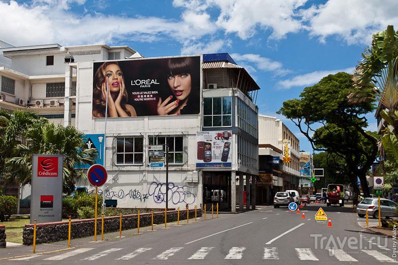 Рекламный плакат на Таити / Фото из Французской Полинезии