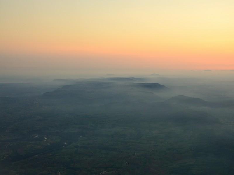Вид на Кению из иллюминатора самолета / Фото из Кении