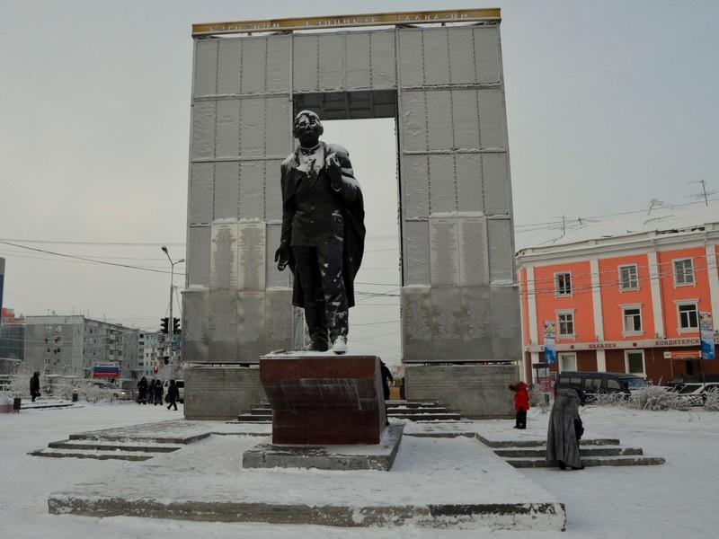 Памятник в Якутске / Фото из России